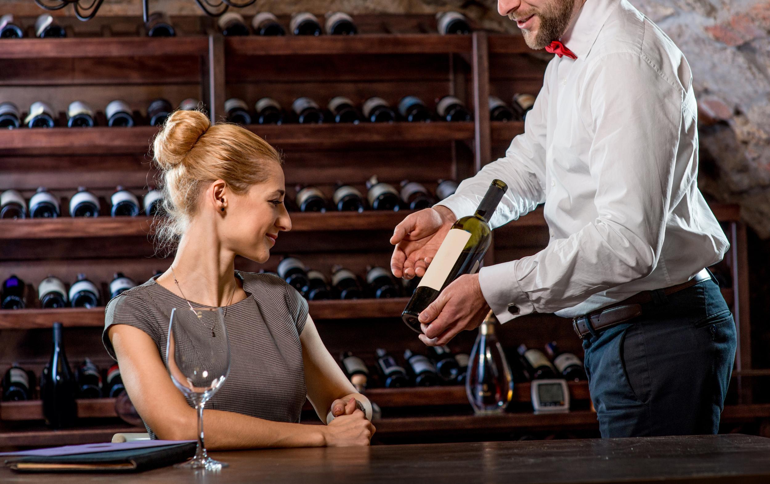 ¿Que vino nunca debes elegir en un restaurante?