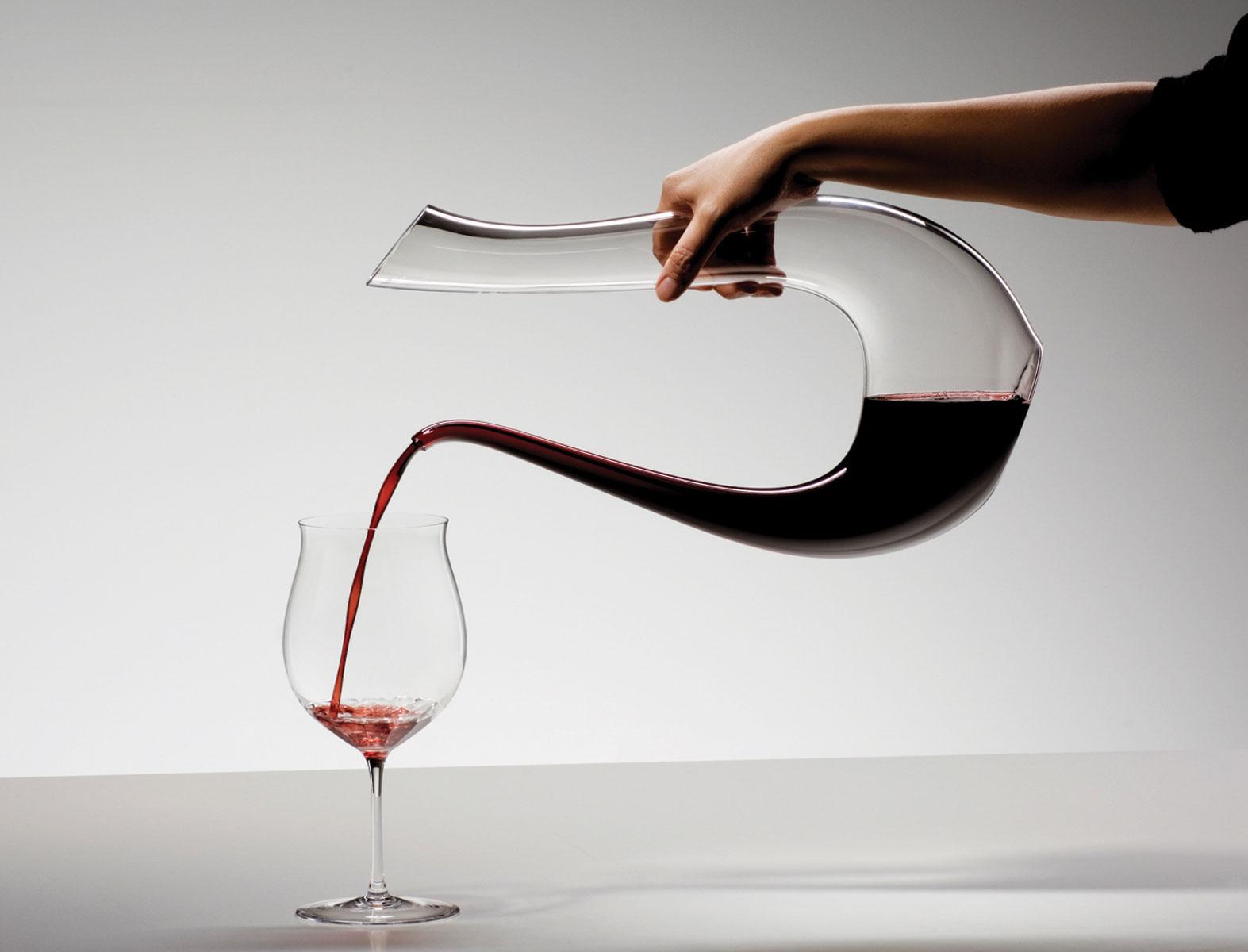 ¿Cómo, cuando, y por qué decantar un vino?